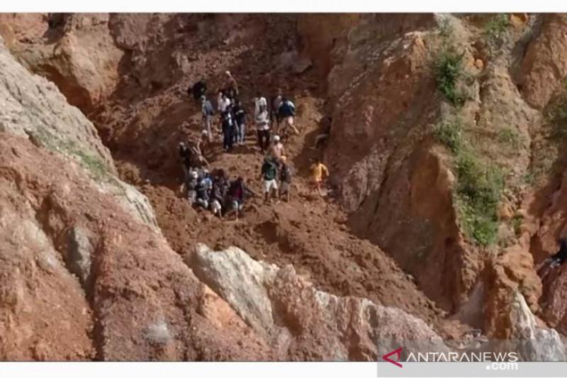 Enam penambang timah ilegal tertimbun longsor di Desa Pemali Bangka