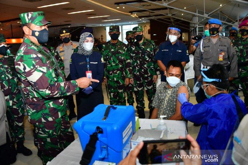 Kasal tinjau Serbuan Vaksinasi COVID-19 di Semarang