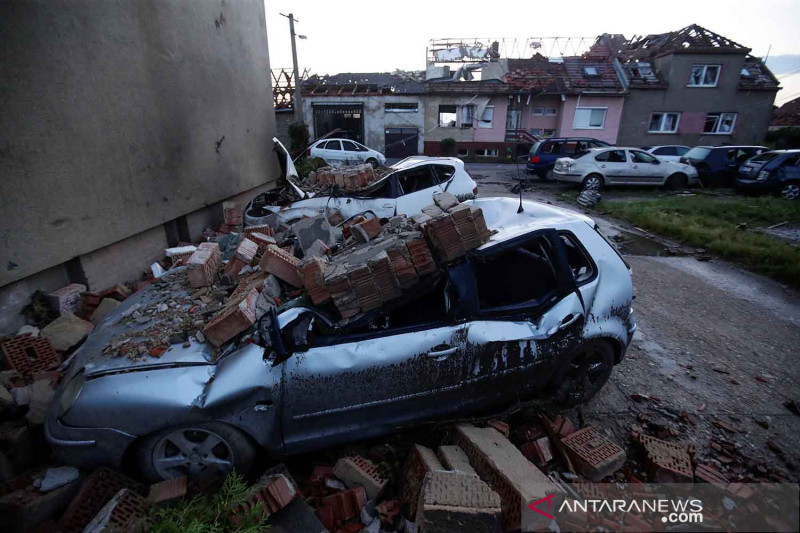 Tornado langka melanda Ceko
