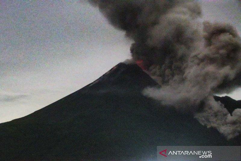 Tiga awan panas guguran Merapi meluncur ke tenggara sejauh 3 km