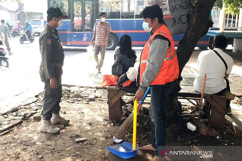 Petugas gabungan pantau prokes di Kecamatan Makasar