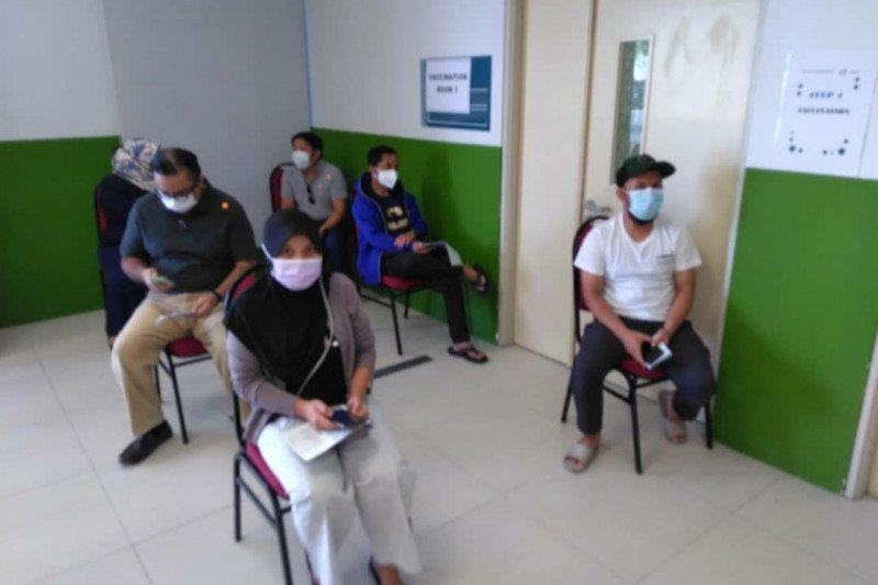 Staf KJRI Kuching jalani vaksin pertama
