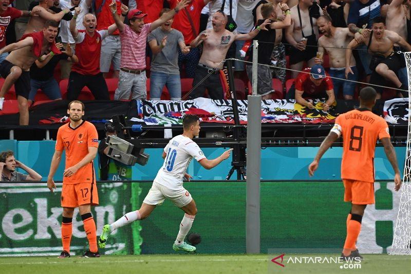 Ceko menyingkirkan 10 pemain Belanda menuju perempat final