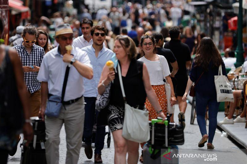 Warga Prancis protes atas rencana aturan kartu sehat COVID-19