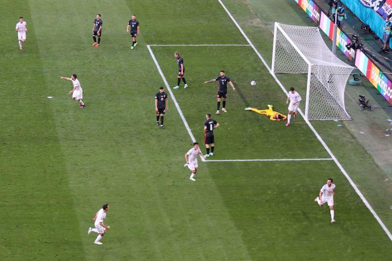 Spanyol dan Kroasia seri 1-1 pada babak pertama