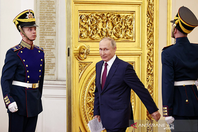 Presiden Rusia Putin sudah disuntik vaksin COVID Sputnik V