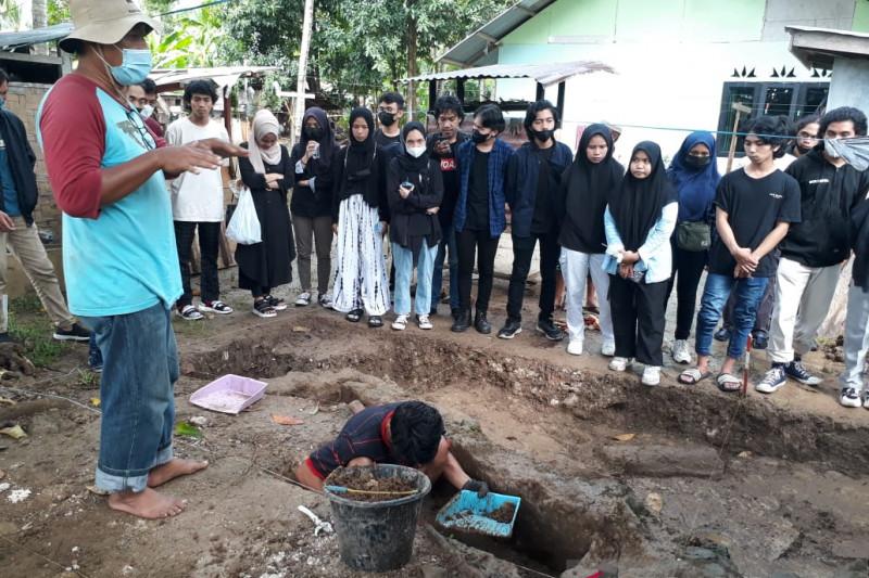 Mahasiswa arsitektur UNG ikuti penggalian reruntuhan Benteng Kota Mas