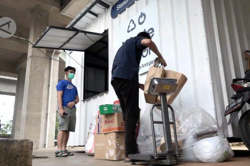 Menengok penukaran sampah anorganik di Stasiun MRT Blok M