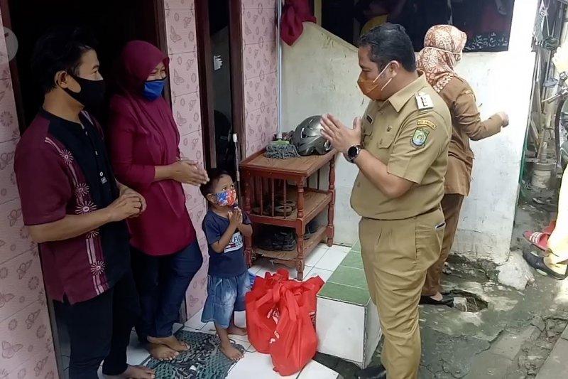 Cegah stunting, Wali Kota Tangerang bagikan bantuan