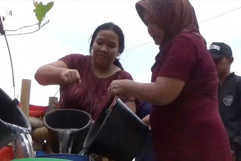 Pipanisasi TNI yang memasok air bersih bagi 750 KK di Kuningan