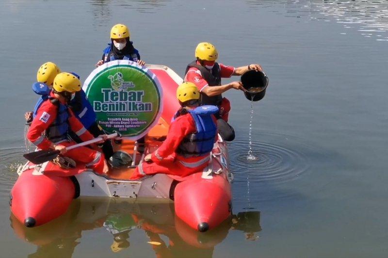 Ribuan benih ikan nila ditebar untuk peringati Hari Lingkungan Hidup