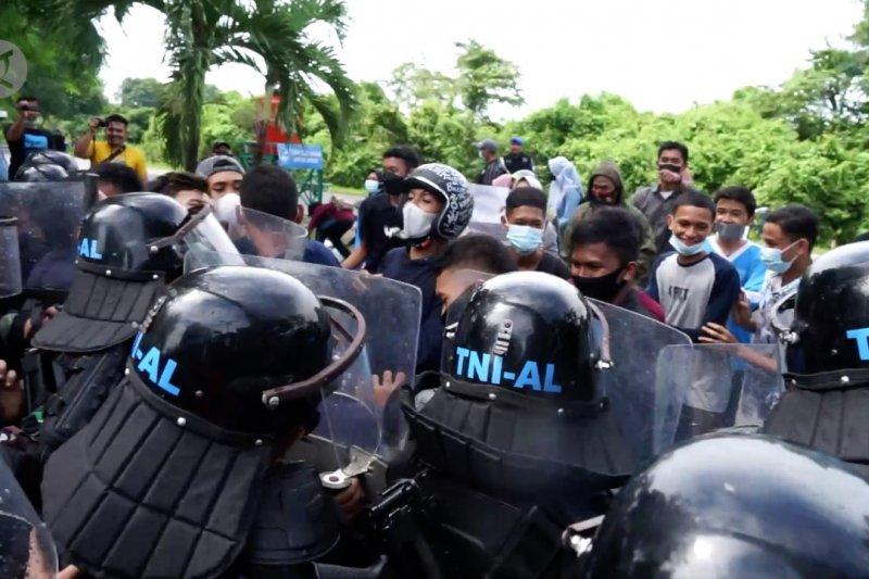 Saat prajurit TNI AL hadapi 'demonstran' di Mako Lanal Lhokseumawe