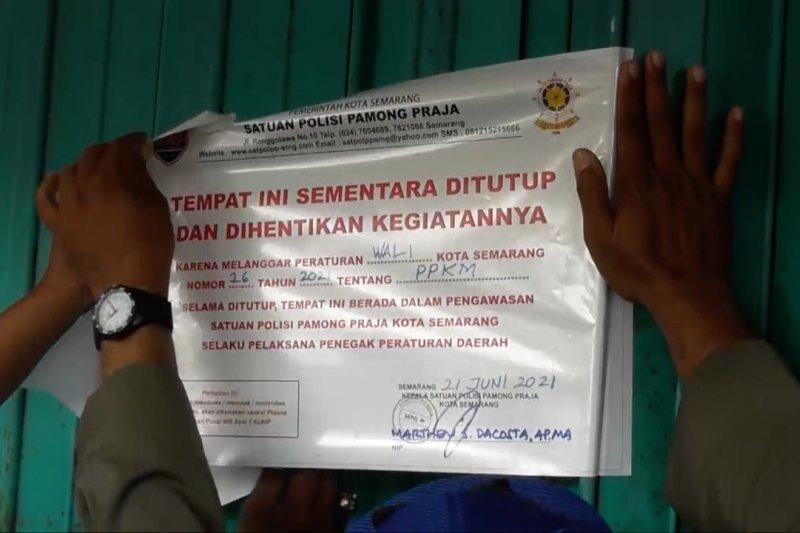 Satpol PP Semarang segel swalayan pelanggar protokol kesehatan