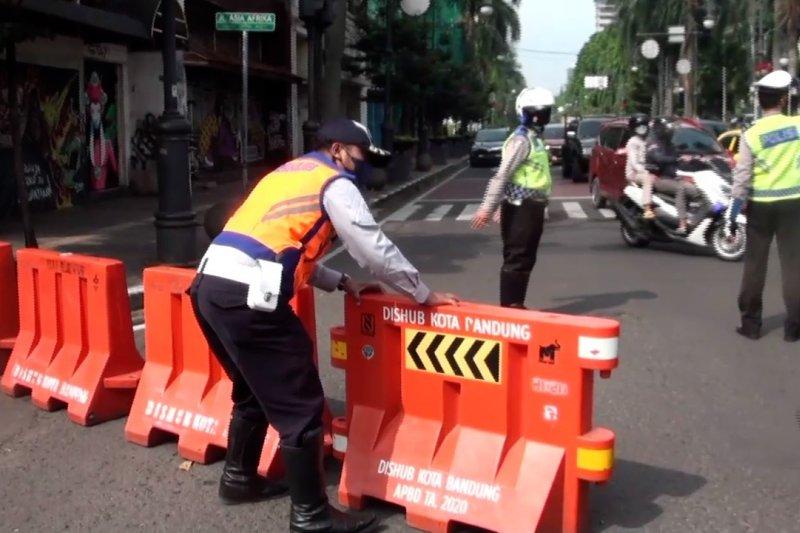Jalan utama di Bandung ditutup siang dan malam hari