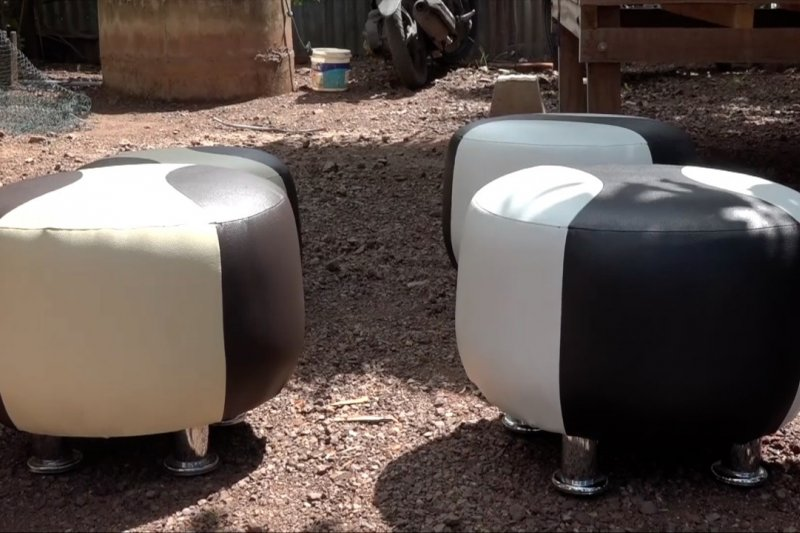 Kreasi sofa hasil olahan limbah plastik