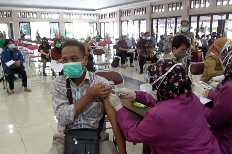 Vaksinasi massal upaya Klaten keluar zona merah COVID-19