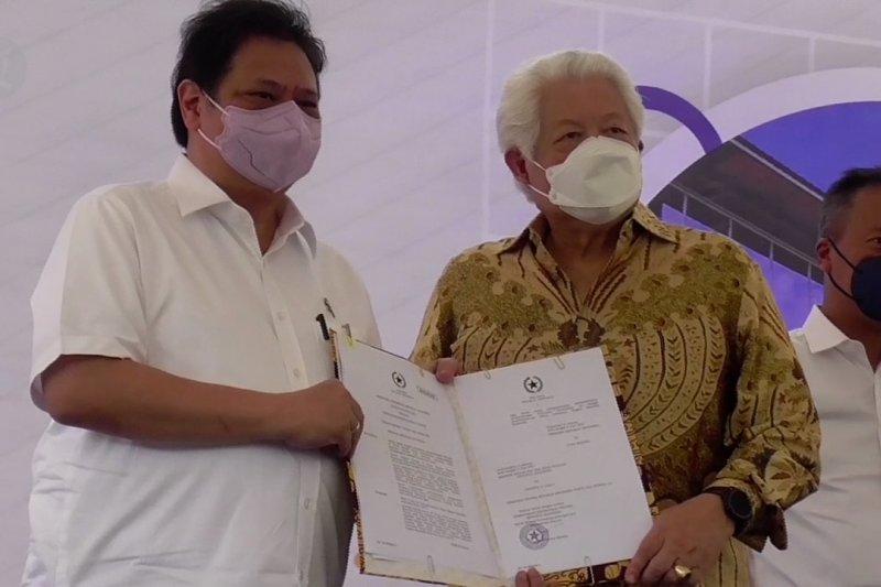 Menko Perekonomian serahkan PP dua Kawasan Ekonomi Khusus di Batam