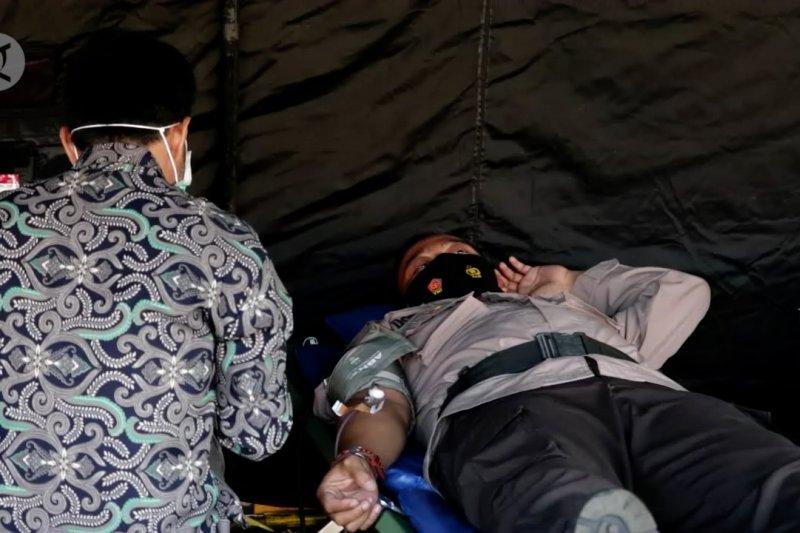 Ratusan anggota Polres Pandeglang berdonor darah