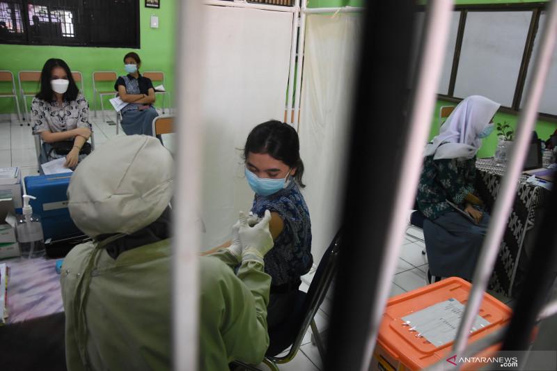 DKI mengacu data Disdik dalam pelaksanaan vaksinasi usia 12-17 tahun