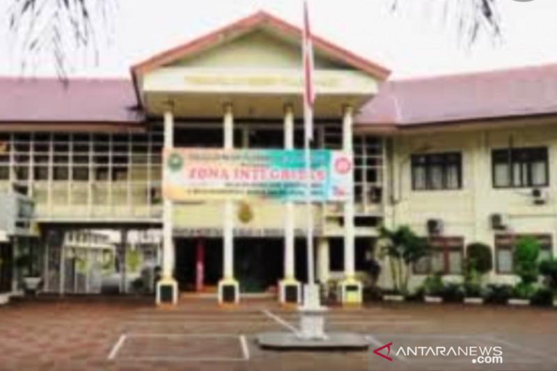Sidang perdana Bupati Muara Enim nonaktif Juarsah ditunda