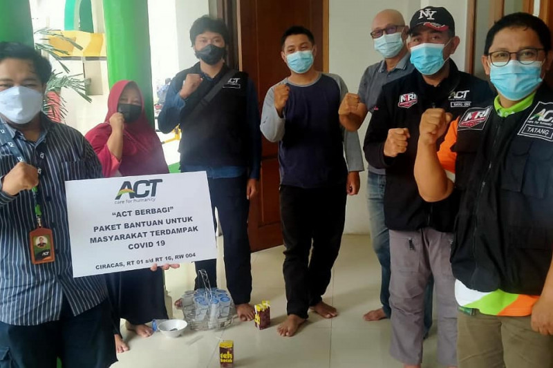 Remaja masjid Ciracas gandeng ACT bantu warga terdampak COVID-19