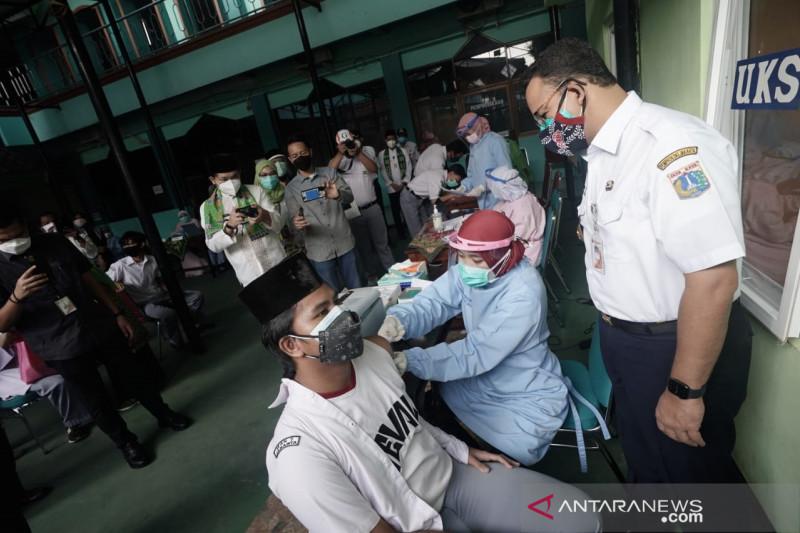 Anies ajak warga DKI tidak menunda vaksinasi
