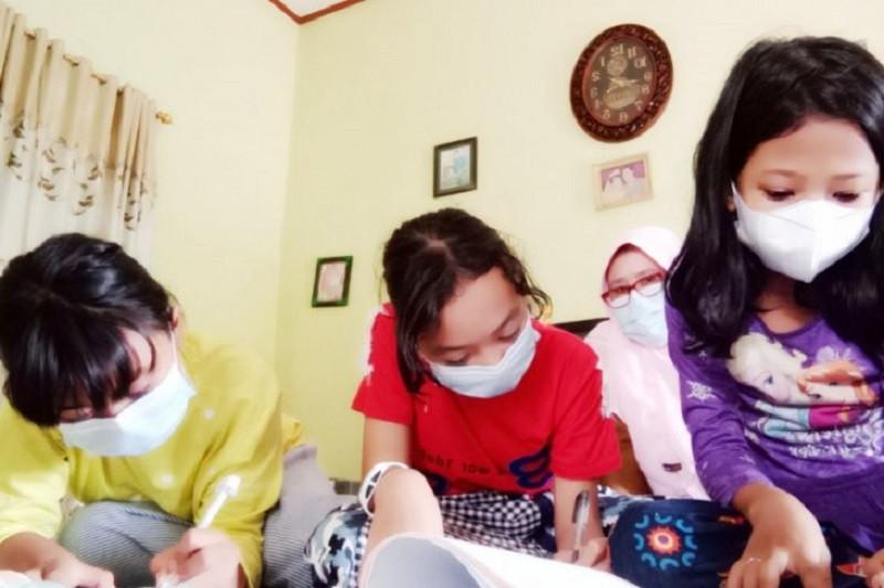 Aksi orang tua di Siak-Ruai menjadi sahabat anak belajar kala pandemi
