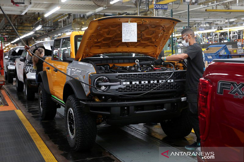 Ford tangguhkan produksi Bronco dua pekan
