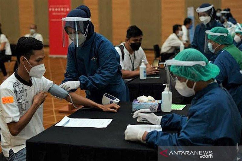 Kimia Farma Diagnostika vaksinasi 1.000 anak muda di sektor fintech