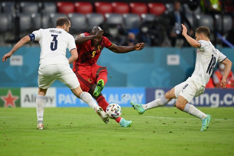 Hibrida gaya sepak bola empat semifinalis piala Euro