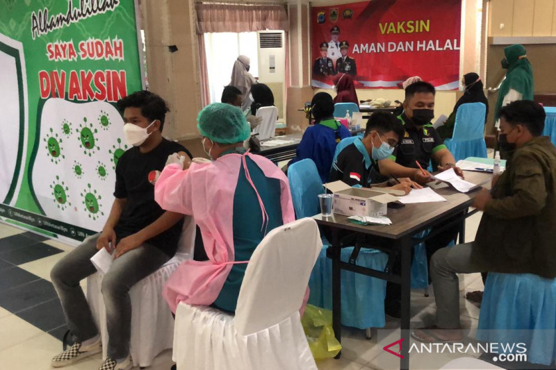 Vaksinasi massal Polda Kalimantan Selatan suntik 1.000 remaja perhari