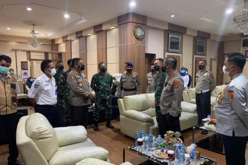 Polda Lampung lakukan penyekatan pengendara di Pelabuhan Bakauheni