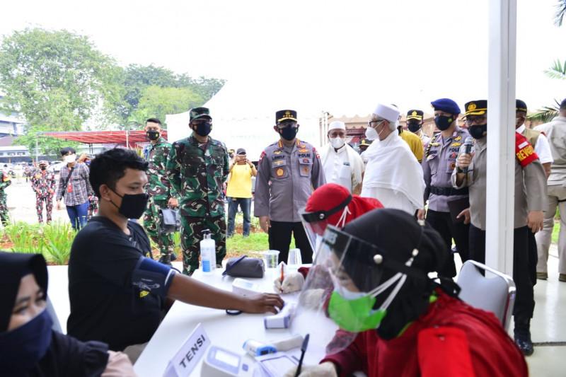 Vaksinasi TNI-Polri bersama Rabithah Alawiyah target 4.500 dosis