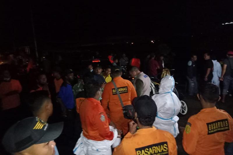 Tim SAR evakuasi jenazah pencari kerang di Waduk Pusong