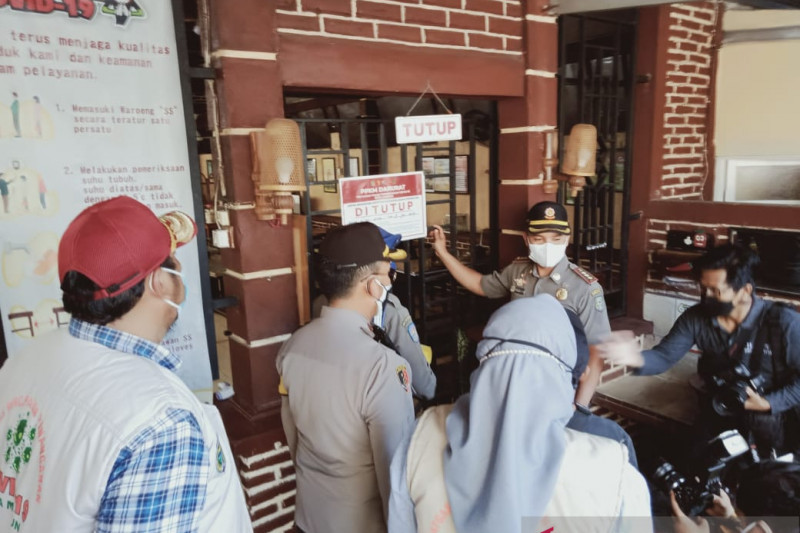 Satgas Kota Madiun tutup sementara 2 restoran langgar PPKM darurat