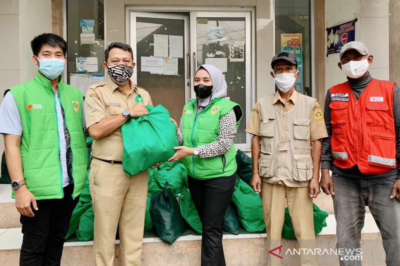 Bupati Bogor tebar bahan makanan untuk pasien COVID-19 isolasi mandiri