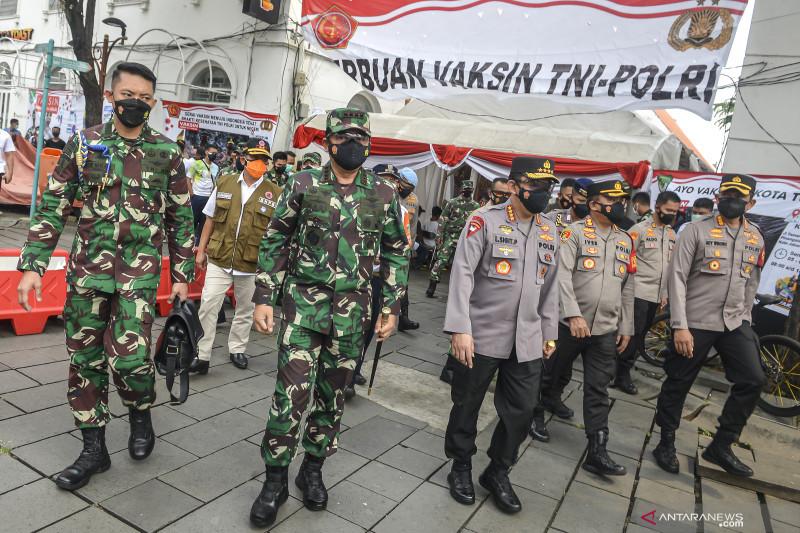 Serbuan vaksin TNI-Polri