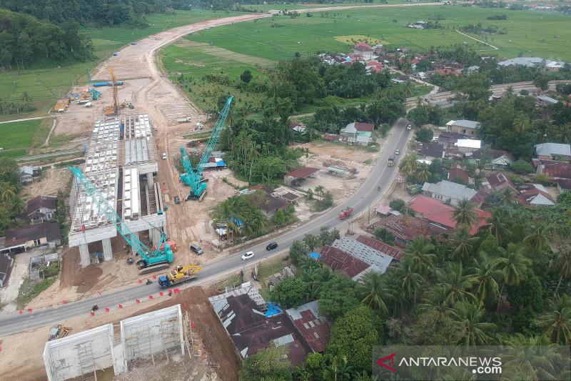 Pembangunan jembatan layang tol Padang-Pekanbaru