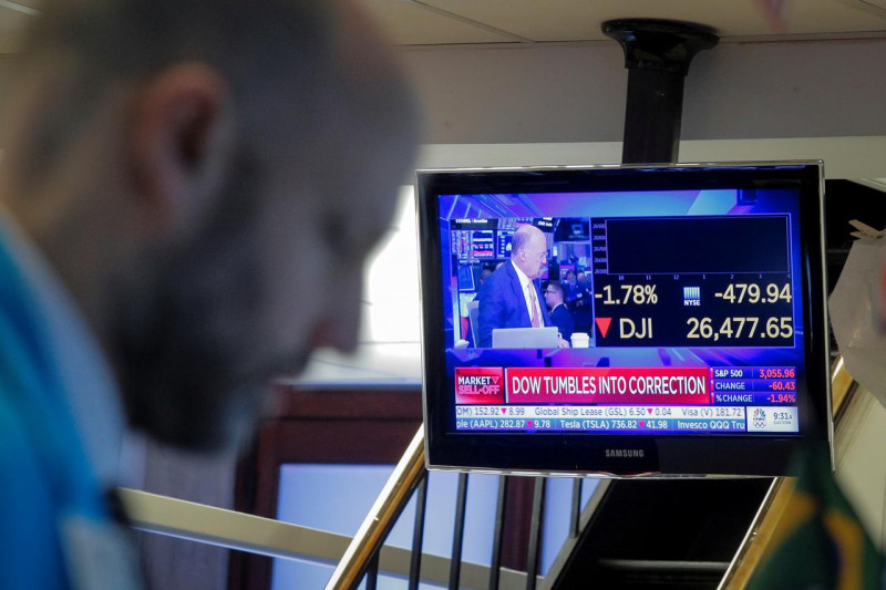 Wall Street melemah, kekhawatiran momentum pemulihan picu aksi jual