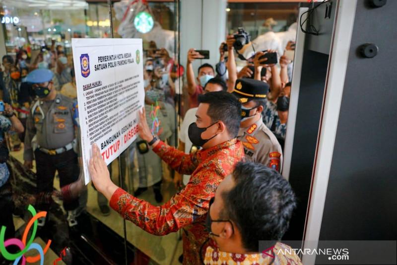 Wali Kota Medan menyegel Mal Center Point