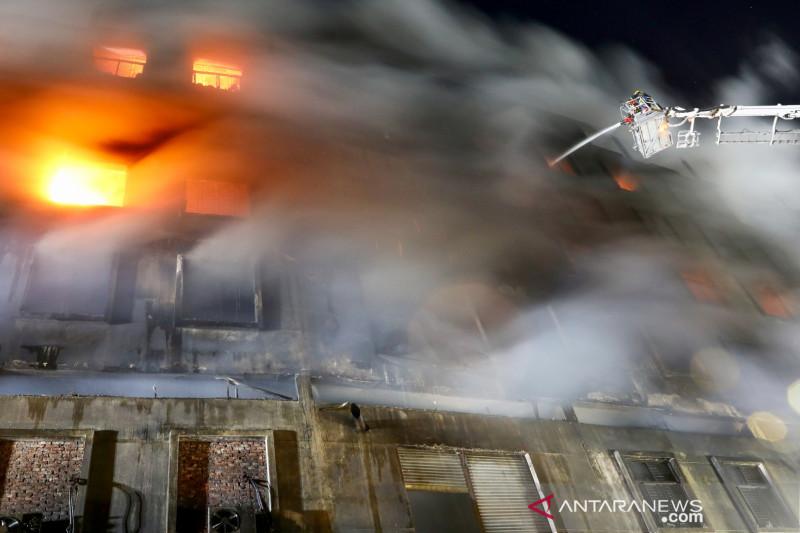 Kebakaran pabrik jus di Bangladesh tewaskan 52 orang