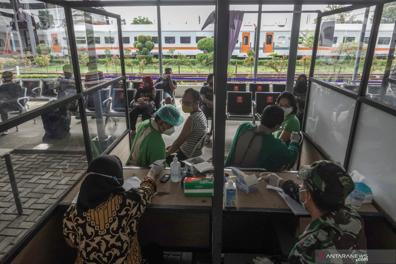 Sebanyak 35.775.567 penduduk Indonesia telah mendapatkan vaksinasi