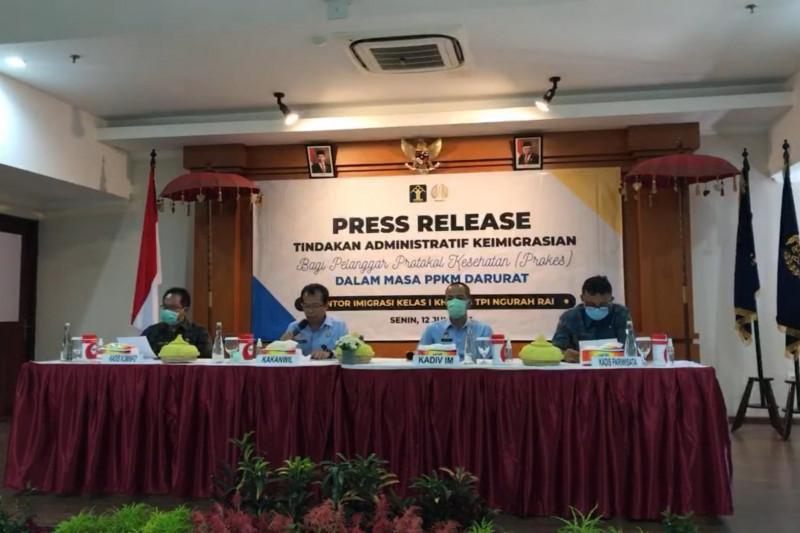 Imigrasi Bali deportasi tiga WNA pelanggar prokes saat PPKM Darurat