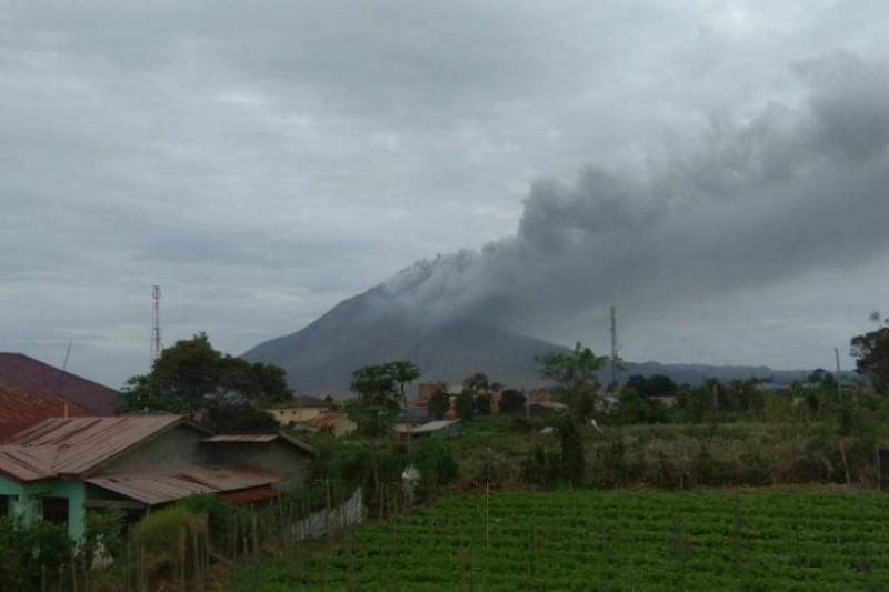 Gunung Sinabung dua kali semburkan abu vulkanik