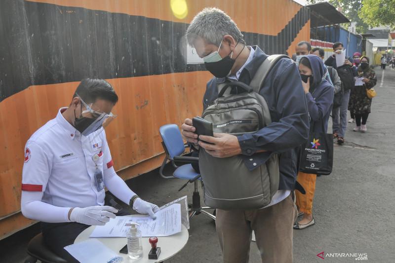 Pekerja WFO sektor esensial dan kritikal di DKI wajib vaksin COVID-19