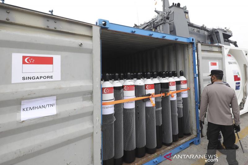 Indonesia terima bantuan vaksin, tabung oksigen dari UAE, Singapura