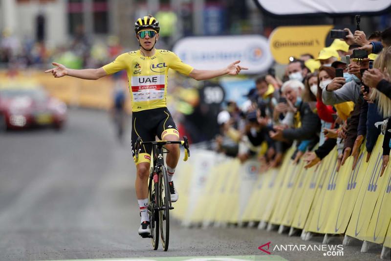 Semakin tak terkejar, Pogacar juara etape 18 Tour de France