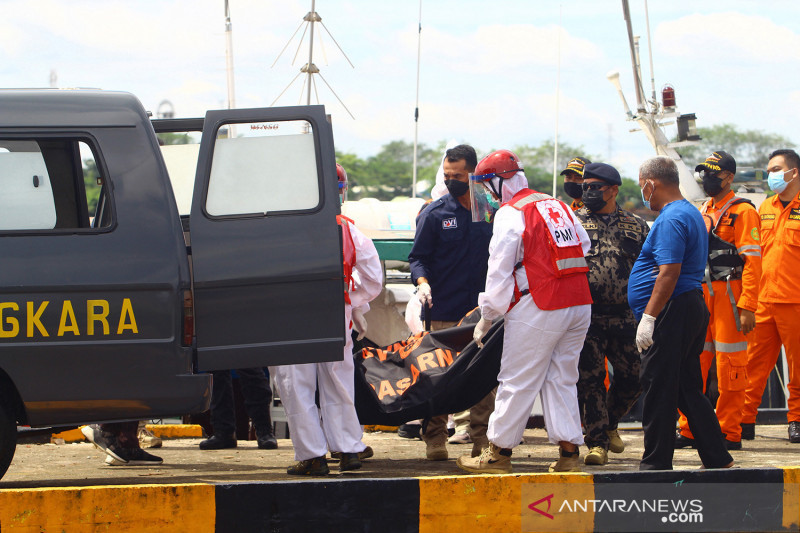 Evakuasi jenazah korban kapal tenggelam di Pontianak