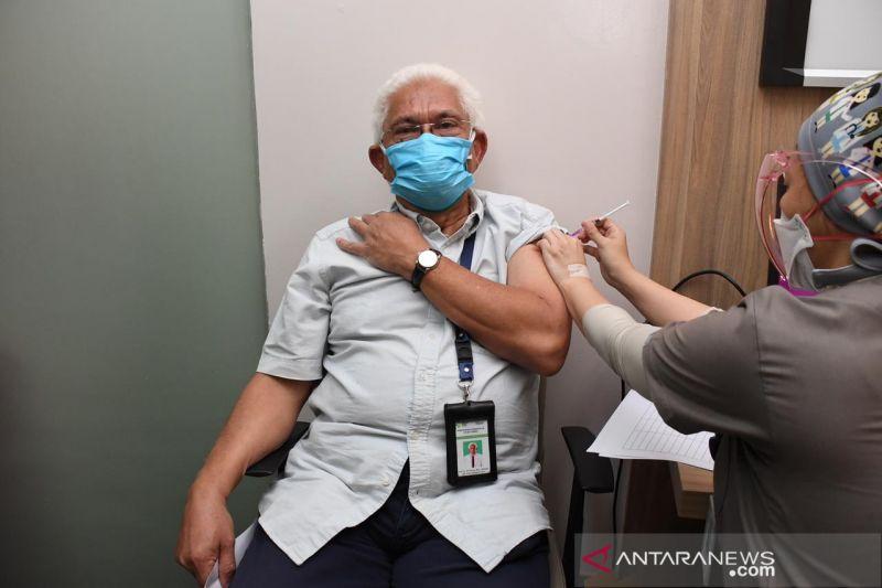 Tenaga kesehatan penerima vaksin Moderna di Jakarta Barat capai 14.454