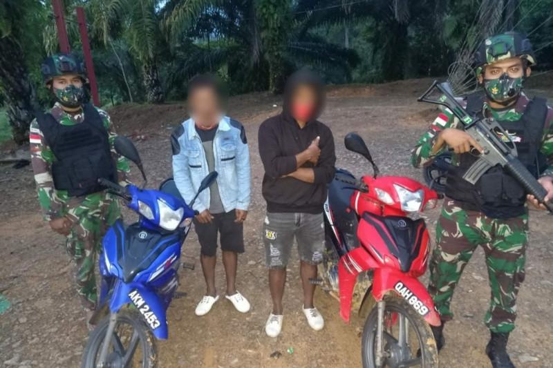 Satgas Pamtas tangkap pengendara kendaraan ilegal asal Malaysia